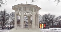 В Парке Горького отремонтировали ажурную беседку