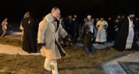 Песков: Путин уже много лет ежегодно купается в проруби на Крещение
