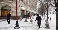 Вместо крещенских морозов в Москву пришла метель