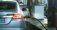 Вечный вопрос: почему цены на нефть падают, а на бензин – растут