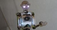 Первого робота-продавца уволили за неуместные шутки