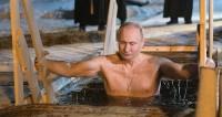 Путин посетил службу в Нило-Столобенской пустыни и окунулся в прорубь