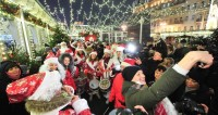Тверская в новогодние дни превратилась в улицу развлечений