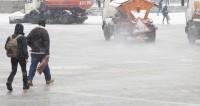 Уроки отменены, трассы закрыты: Казахстан накрыла небывалая метель