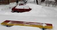 Астанчане в мороз помогают друг другу добираться до работы