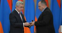 Саргсян раздал награды деятелям культуры и науки