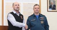 Спасшему трех детей при пожаре в Москве вручили медаль за отвагу