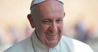 Папа Римский обвенчал бортпроводника и стюардессу в небе над Чили