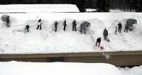 Снегопад парализовал Великобританию: школы закрыты, дороги стоят