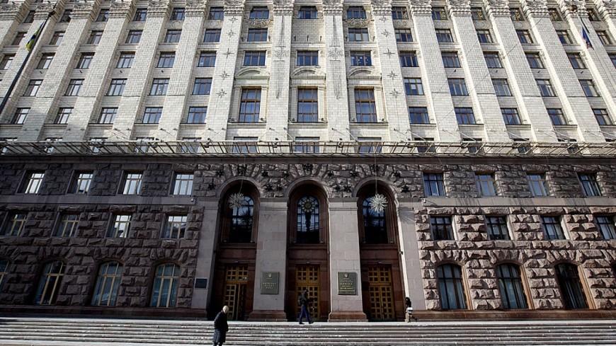 В Киеве митингующие пытаются прорваться в здание Рады