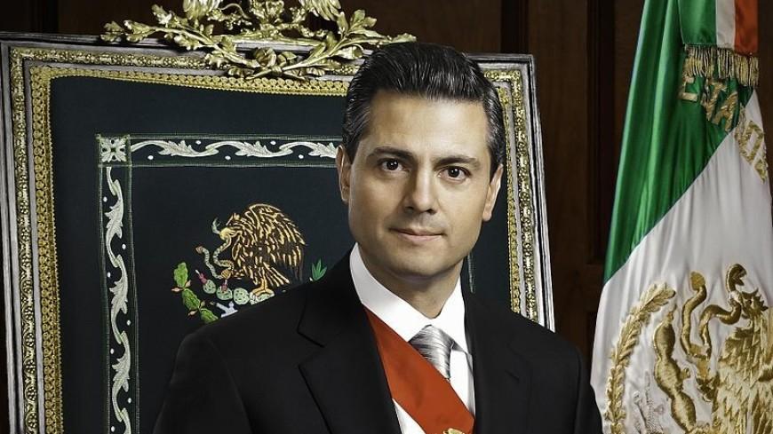 Президент Мексики пожаловался на зрение после открытия центра авиатехнологий