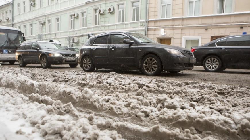 Мэрия Москвы попросила автомобилистов не мешать уборке снега
