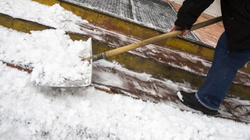 Собянин поручил префектам активнее убирать снег во дворах