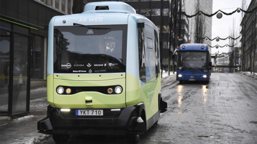 Первые беспилотные автобусы вышли на дороги Стокгольма