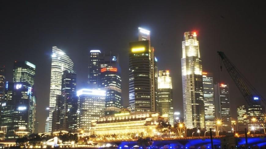 © Фото: «Мир 24», сингапур, ночь