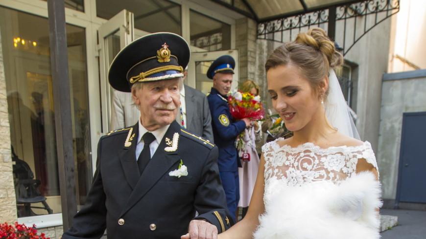 Молодую жену актера Ивана Краско заподозрили в неверности