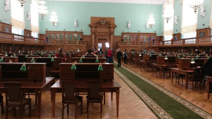 Большой и знаменитый: Ленинка вновь открыла зал с зелеными лампами