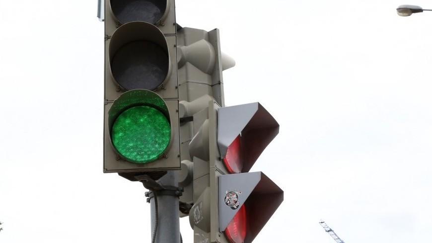 В Москве появились светофоры со светящимися опорами