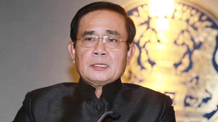 Премьер Таиланда пришел на пресс-конференцию с безмолвным альтер-эго
