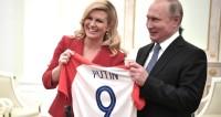 Глава Хорватии подарила Путина футболку с «его номером»
