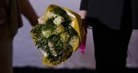Микеле Плачидо представил на ММКФ новый фильм, букет, цветы, награда, поздравление,