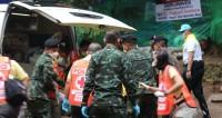 Выведенные из пещеры в Таиланде футболисты поблагодарили спасателей