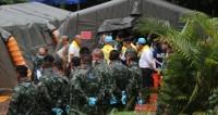На Воробьевых горах в Москве болельщики чествовали сборную России