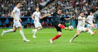 За игрой полуфинала фанаты следят не только на стадионе «Лужники»