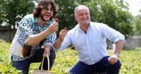 Президент Молдовы заманил Киркорова в село Садова собирать клубнику