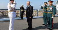 Путин: Моряки высоко держат звание несокрушимого российского флота