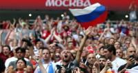 Ликование! Болельщики радуются победе России как одна большая семья