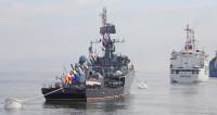 «Быстрый», «Кореец»: в День ВМФ во Владивостоке показали 40 кораблей