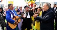 «В этой музыке – душа казаха». Назарбаев сыграл на домбре