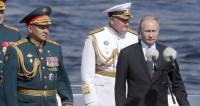 Путин принял морской парад в День ВМФ в Петербурге