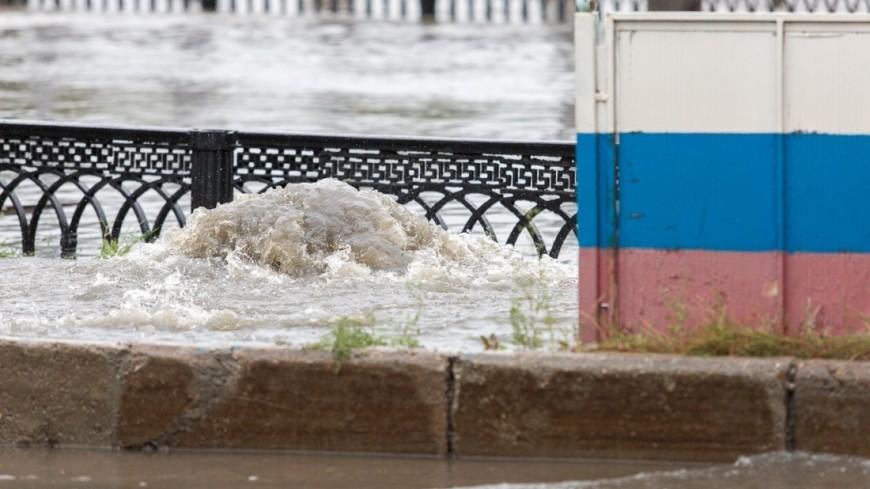 Москва в буквальном смысле поплыла из-за сильных дождей. На город обрушилась ливневая стена - такого, по данным синоптиков, не было уже 130 лет. ,дождь, ливень, лужа, погода, ,дождь, ливень, лужа, погода,