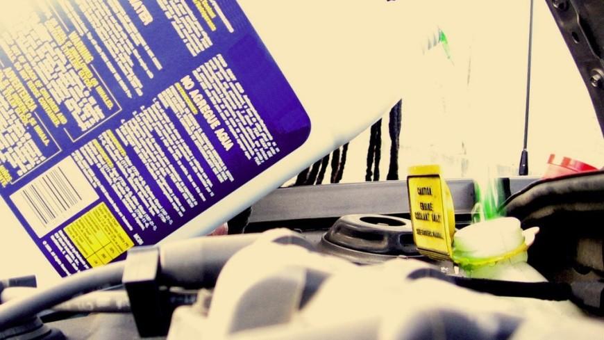 Блогер заправил машину антифризом и разогнался до 100 км/ч