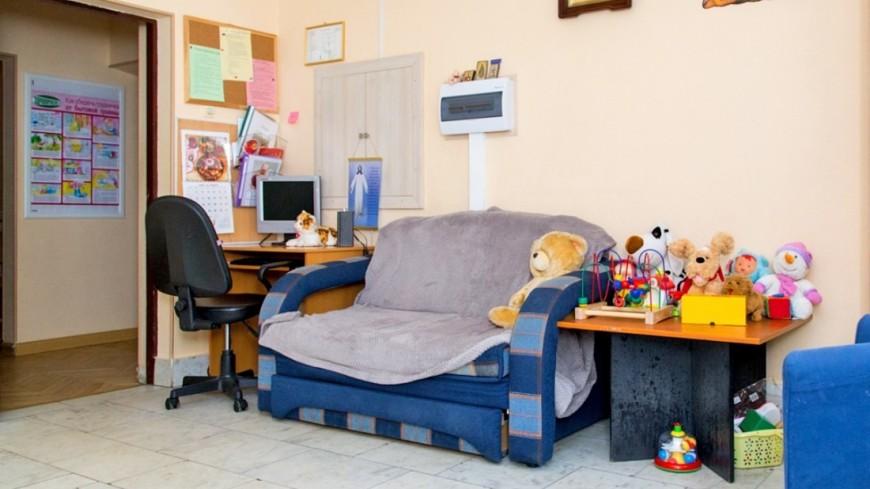 """Фото: Максим Кулачков (МТРК «Мир») """"«Мир 24»"""":http://mir24.tv/, диван, дом для мамы, комната"""