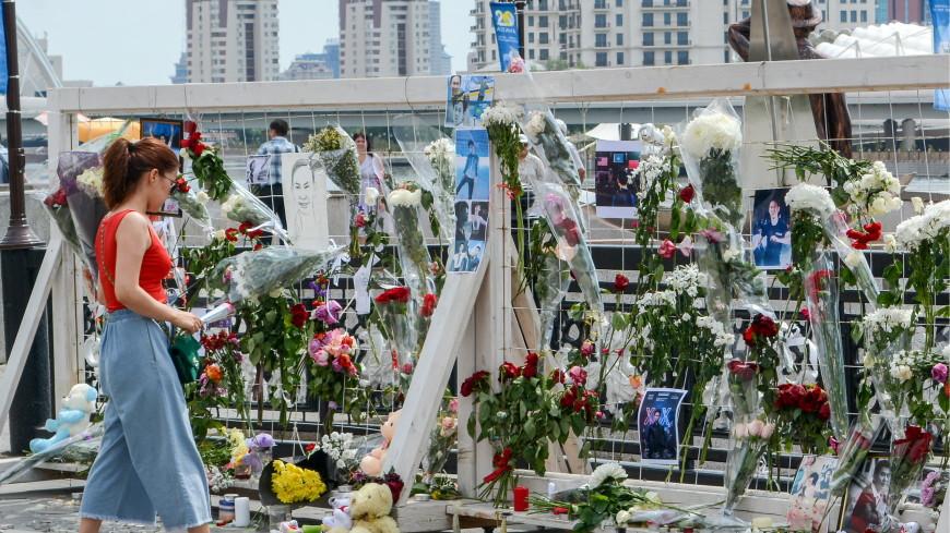 Казахстанцы организуют стены скорби в память о Денисе Тене