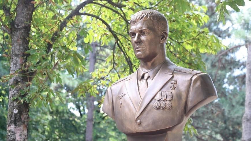 В Краснодаре установили памятник погибшему в Сирии летчику Филипову