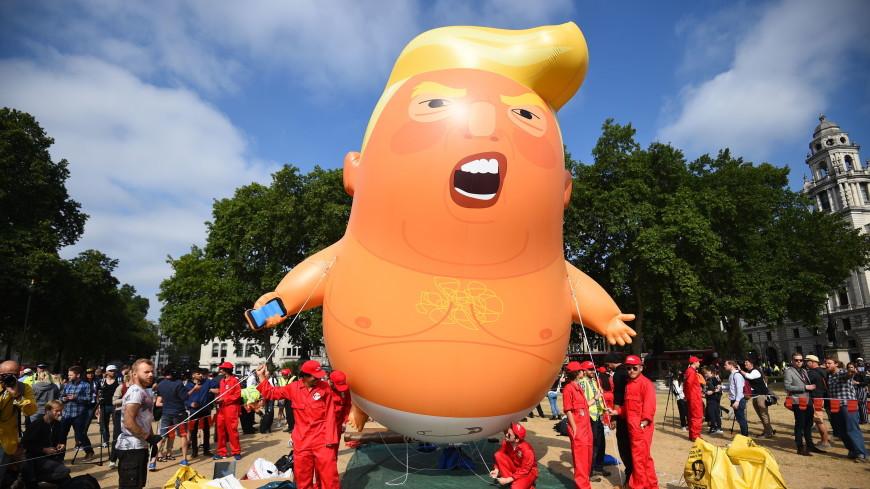 В Лондоне поднялся в воздух гигантский надувной шар «малыш Трамп»