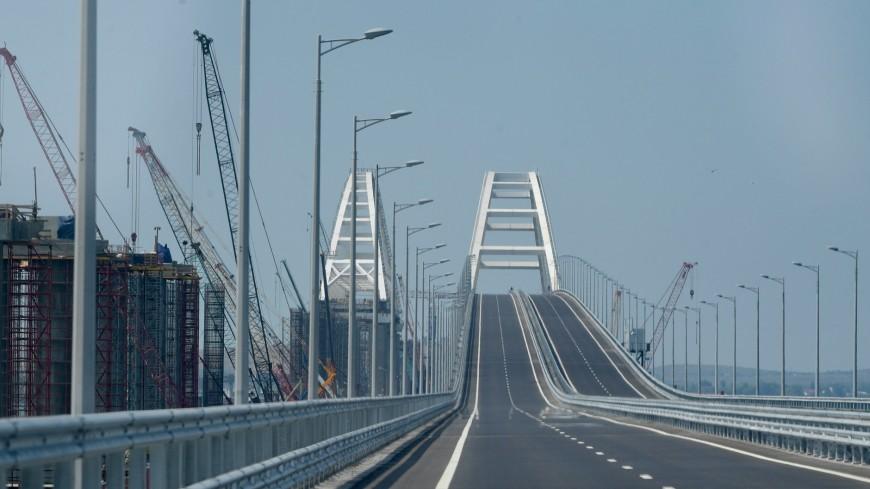 Строители железнодорожной части Крымского моста соединили берега