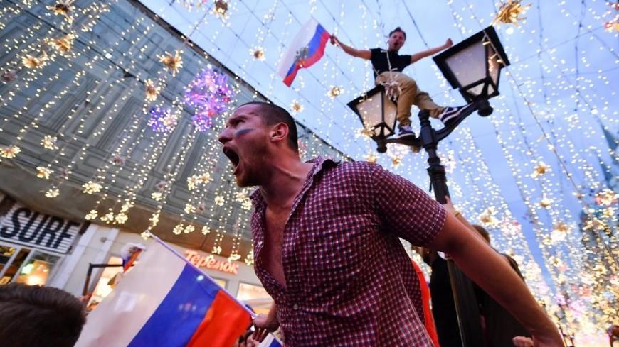 Россияне праздновали победу сборной до поздней ночи