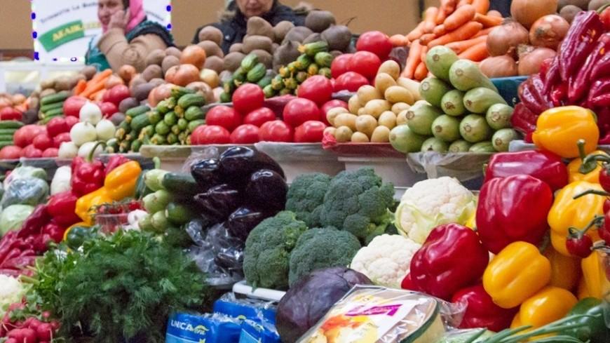 """Фото: """"«Мир 24»"""":http://mir24.tv/, прилавок, бессарабський ринок, рынок, овощи, фрукты"""