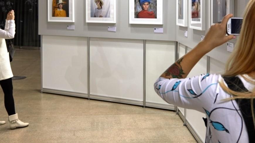 Музей фотографии Антверпена запустил экскурсии для нудистов