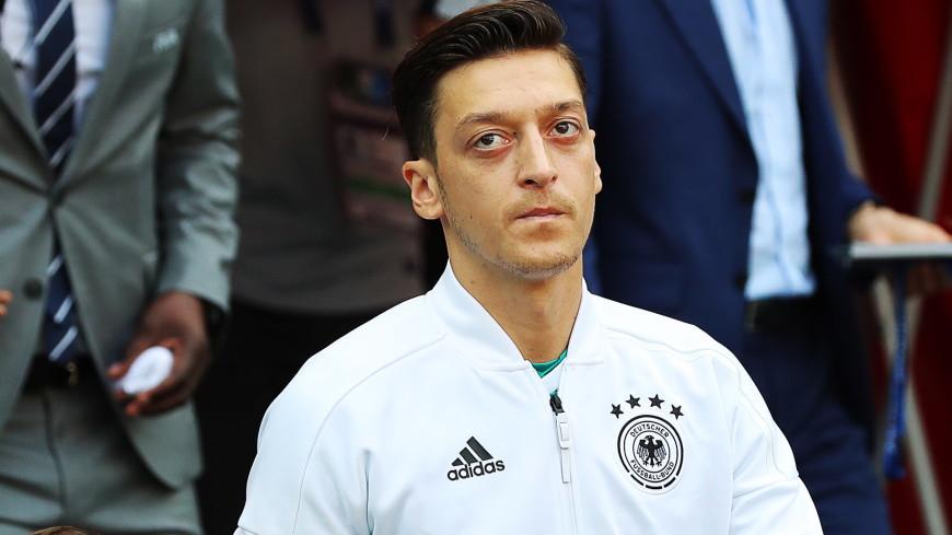 Озил завершил карьеру в сборной Германии из-за политической травли