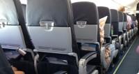 Стюардесса из-за режима в телефоне выгнала с рейса пять человек