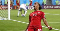 Болельщики смотрят матч Перу – Дания в спортбарах и фан-зонах