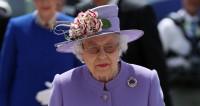 Елизавета II убрала фото Меган Маркл со своего стола