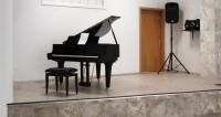 Игра на фортепиано делает детей полиглотами