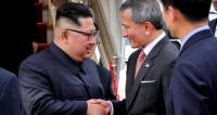 Ким Чен Ын сделал селфи с сингапурскими министрами